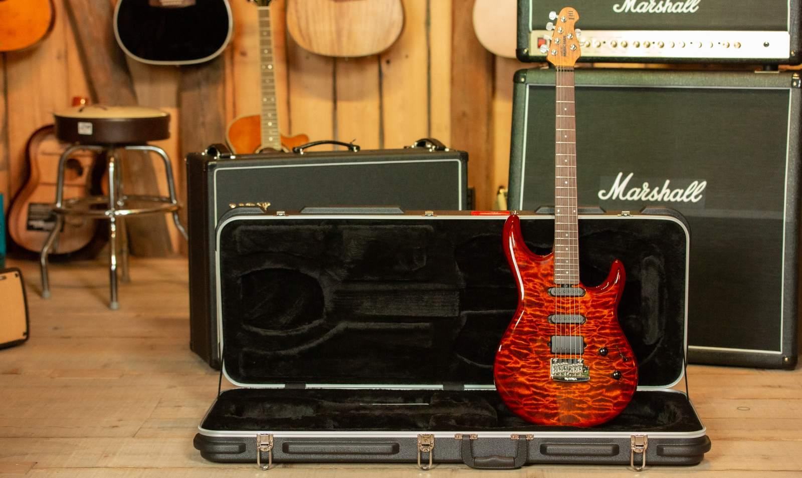 Music Man Luke III BFR Hazel Burst Quilt E-Gitarre
