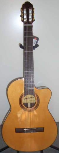 De Felipe DF-44S-CUT Konzertgitarre