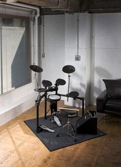 Roland TD-4K E-Drum Set der V-Compact Serie inkl. Modul und Rack