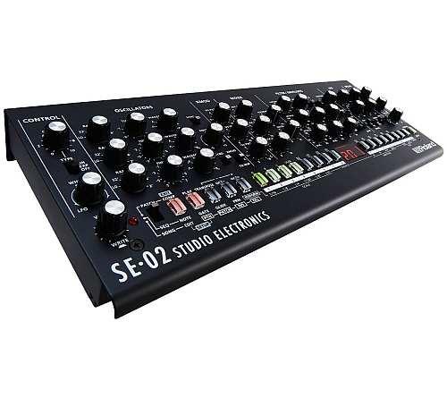 Roland SE-02 Analoger Synthesizer